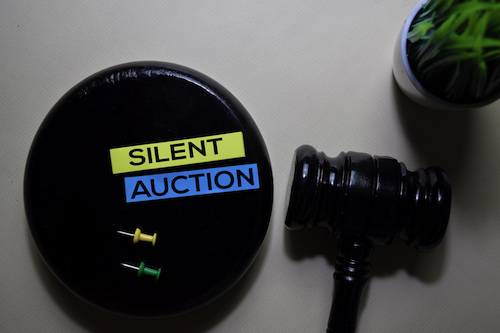 gavel and reminder note